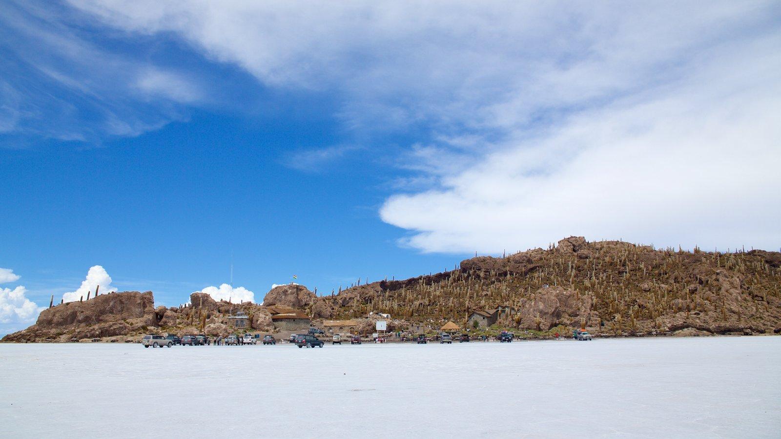 Salar de Uyuni mostrando paisagem e cenas tranquilas