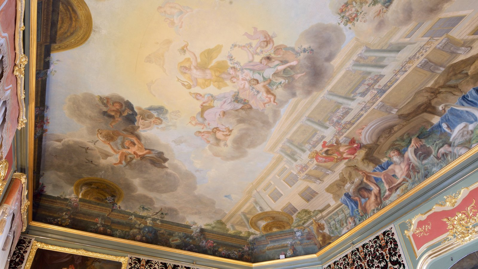 Wilanow Palace showing art, heritage elements and interior views