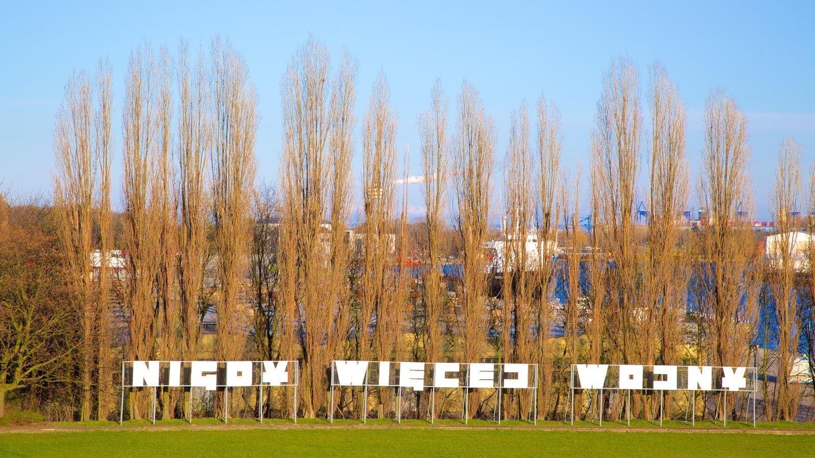 Monumento de Westerplatte caracterizando um jardim