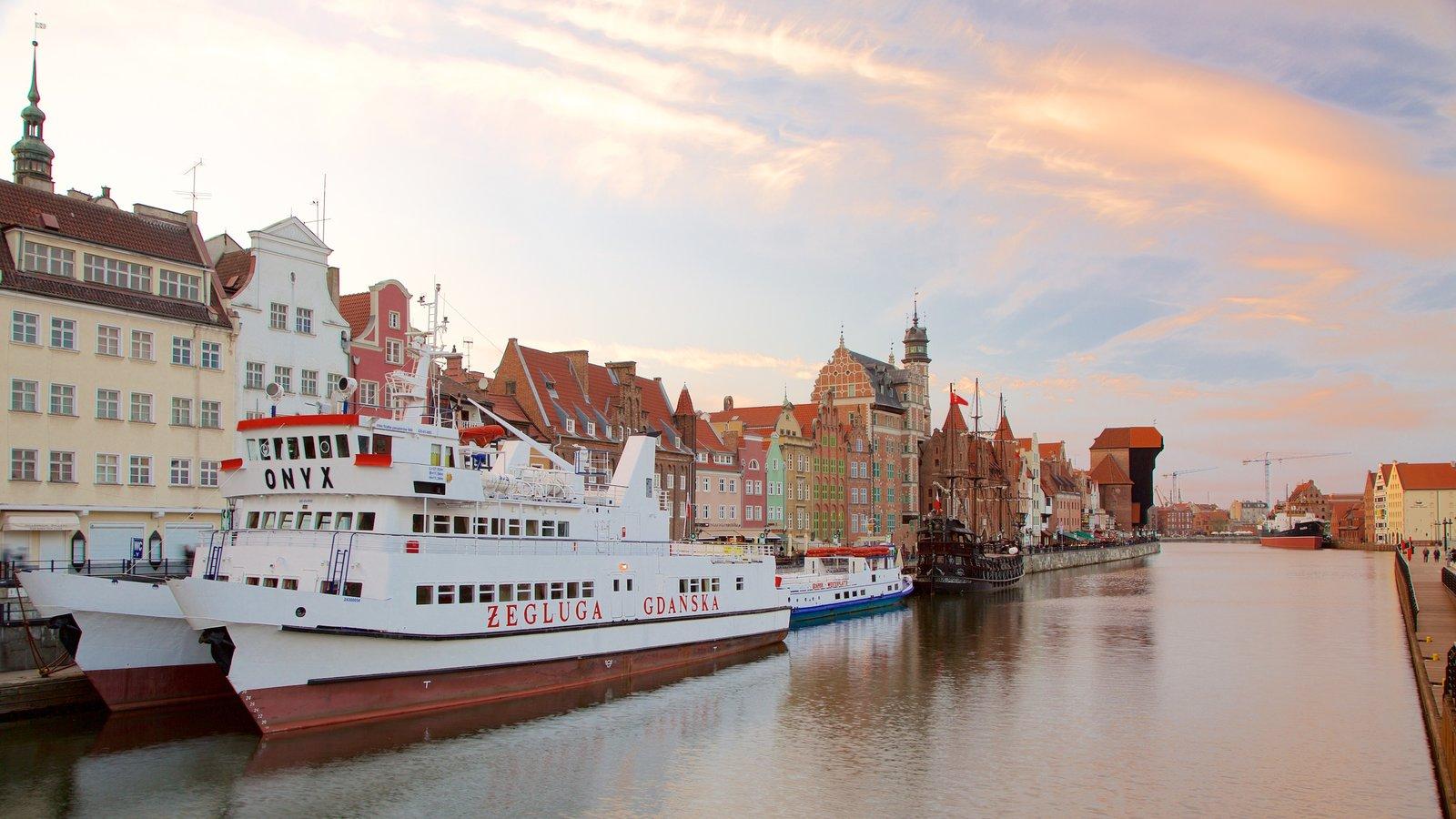 Grua de Gdansk caracterizando um rio ou córrego