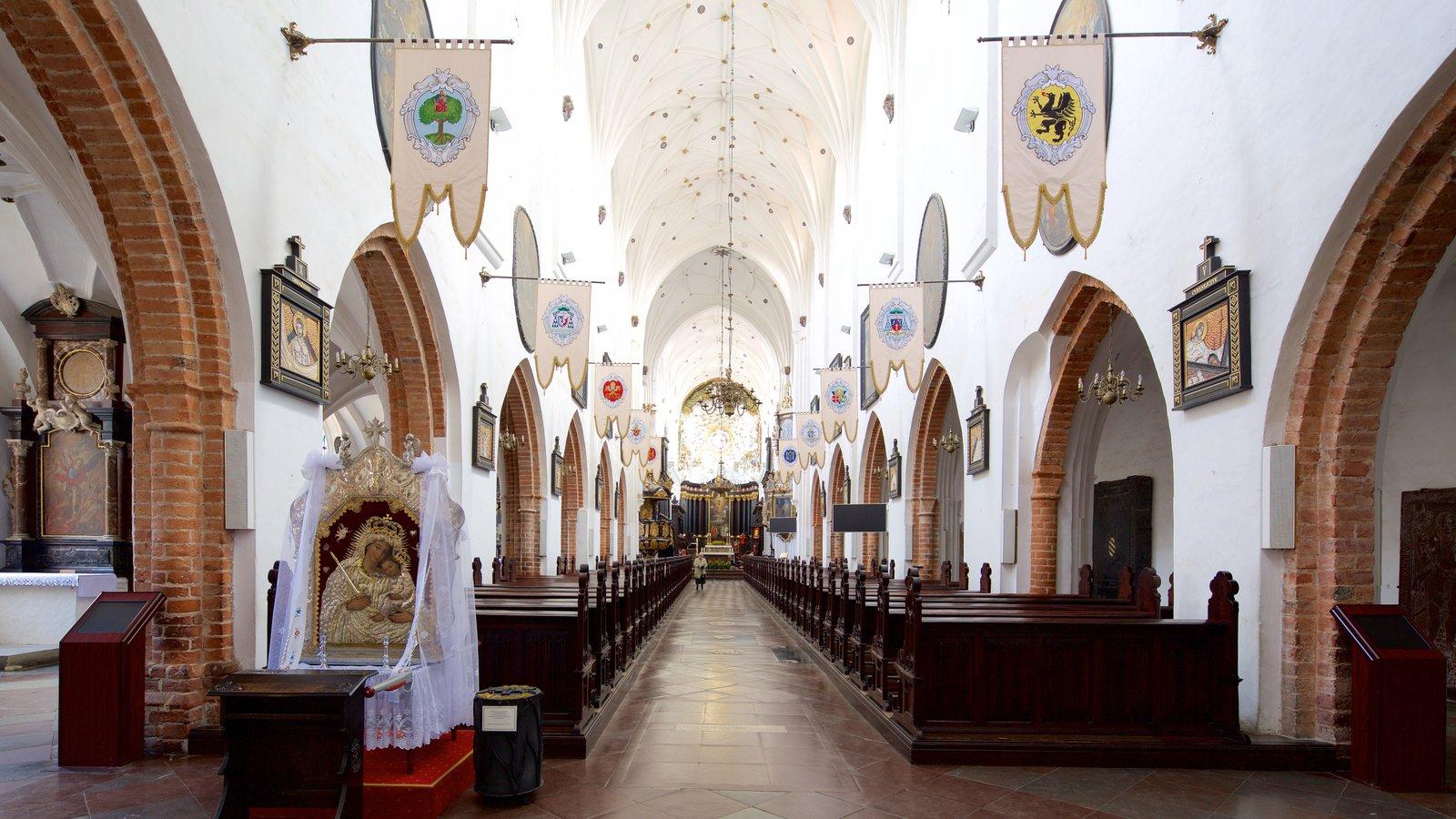 Catedral de Oliwa caracterizando elementos de patrimônio, uma igreja ou catedral e vistas internas