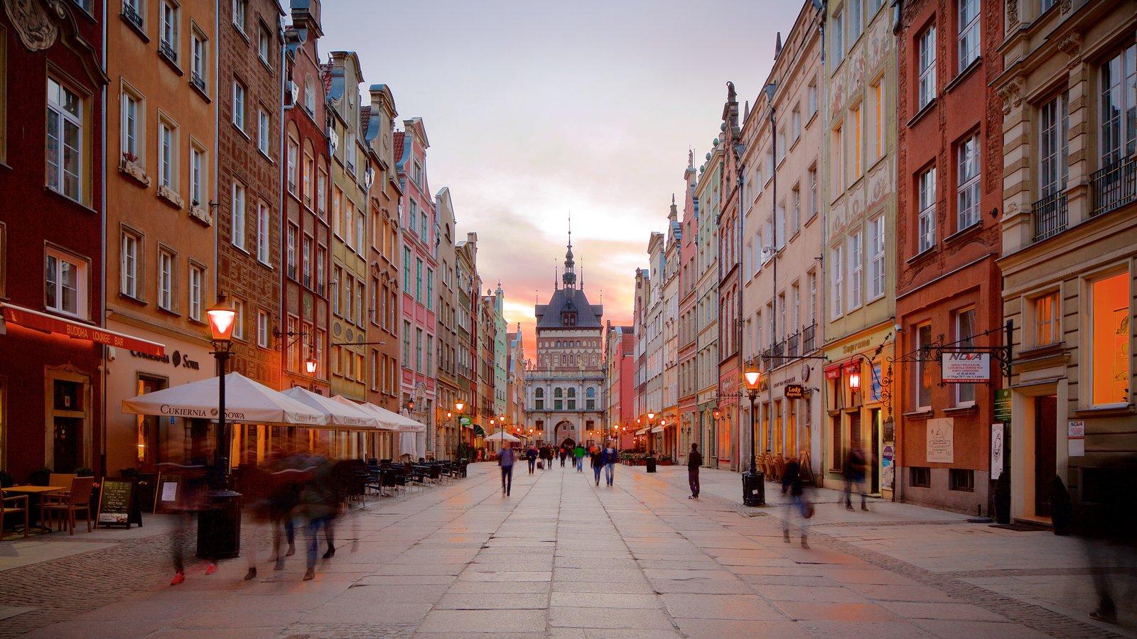 Gdansk mostrando um pôr do sol e cenas de rua