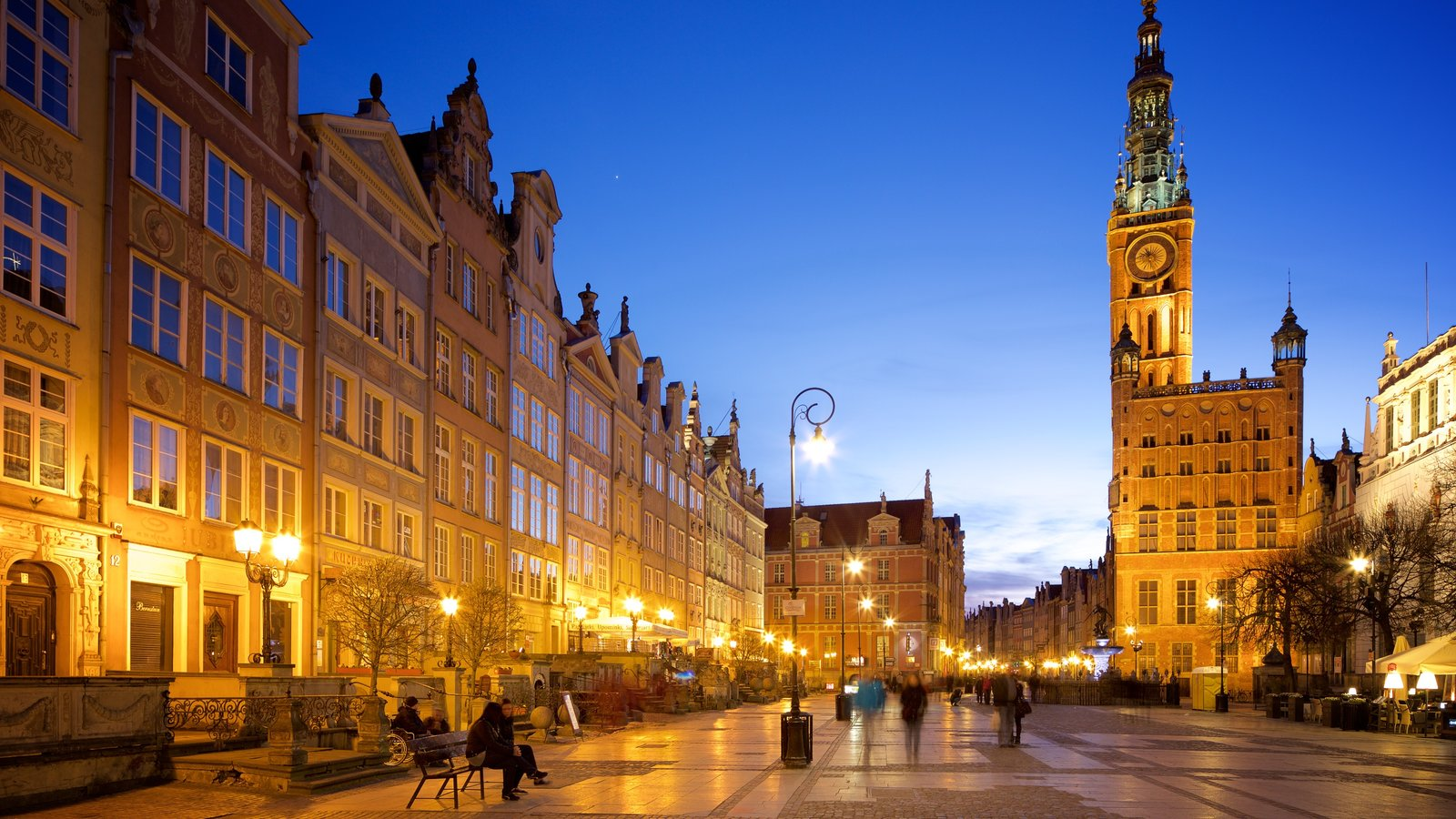 Prefeitura de Gdańsk que inclui uma cidade e cenas noturnas