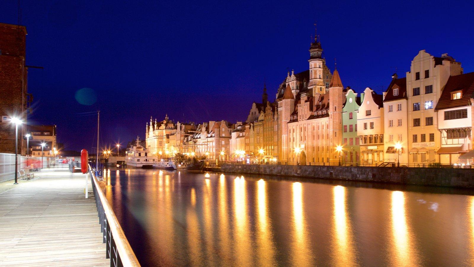 Gdansk que inclui uma cidade, cenas noturnas e um rio ou córrego