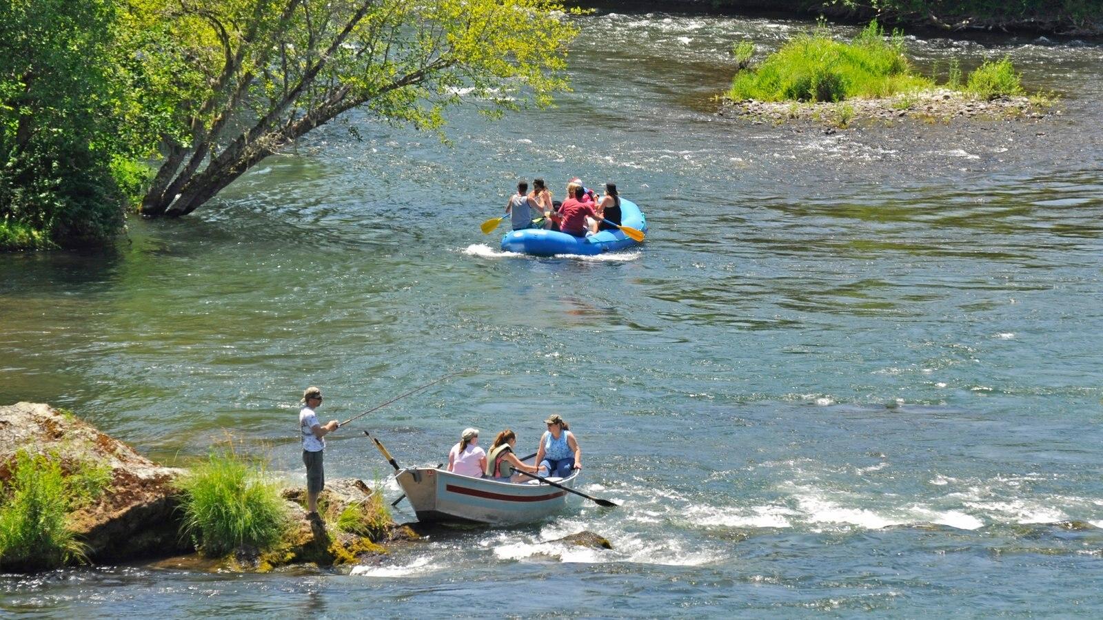 Medford que incluye rafting, un río o arroyo y pesca