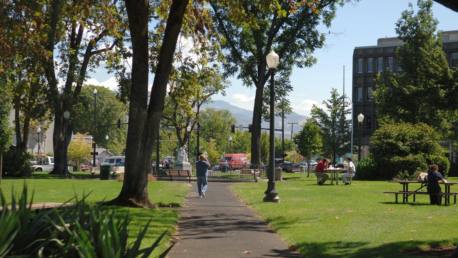 Medford mostrando un parque