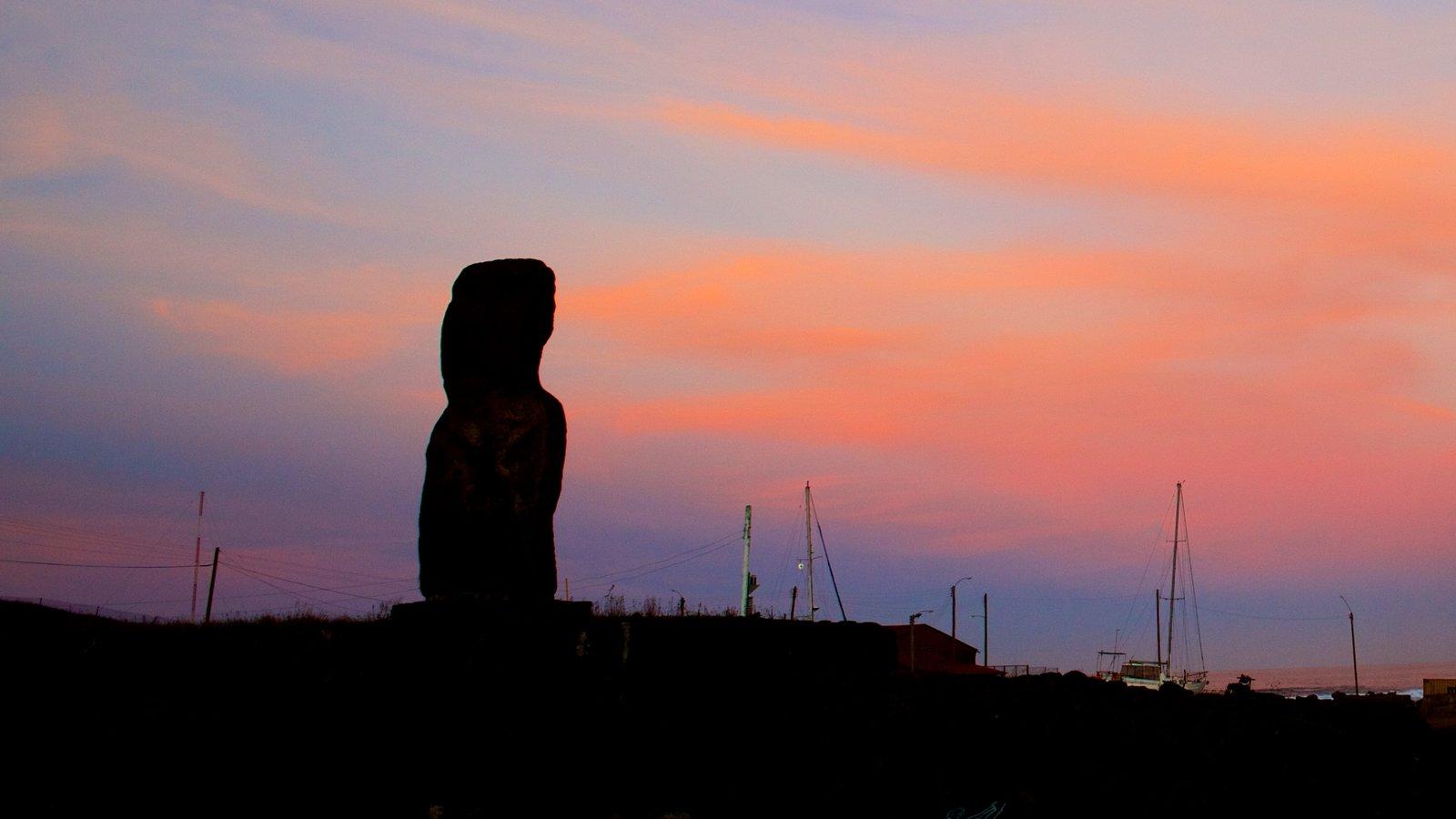 Isla de Pascua que incluye una puesta de sol