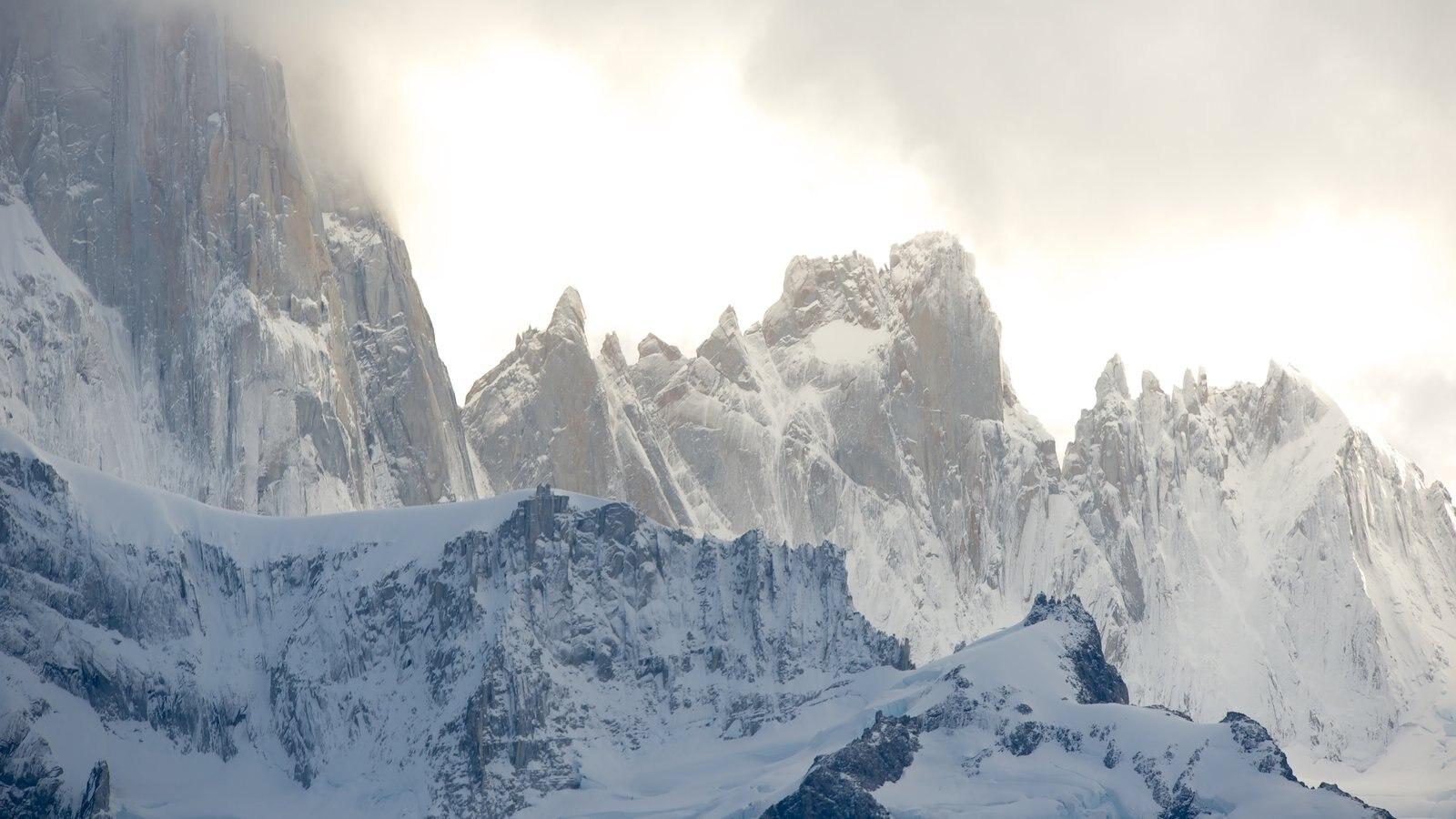 Parque Nacional Los Glaciares que inclui neve, neblina e montanhas