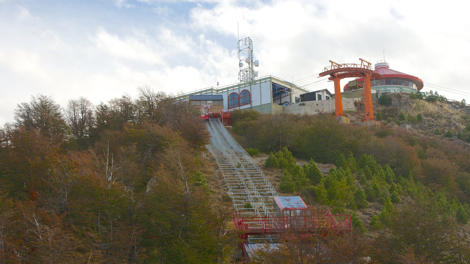 Cerro Otto mostrando uma gôndola e cenas tranquilas