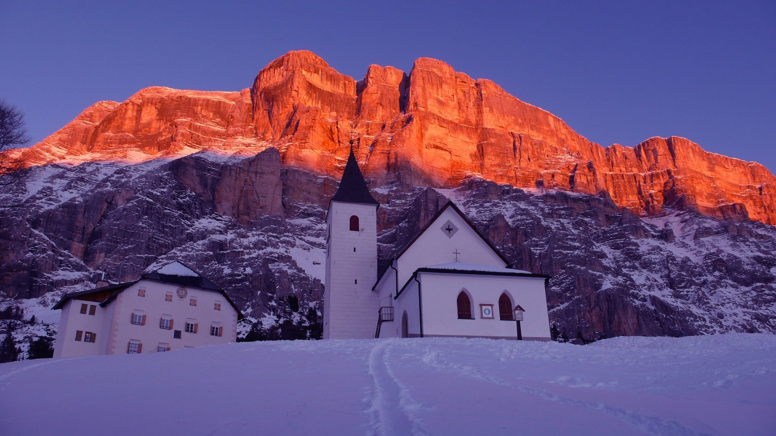Alta Badia showing mountains, a church or cathedral and snow