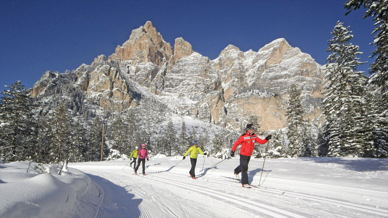 Alta Badia featuring mountains, snow and snow skiing