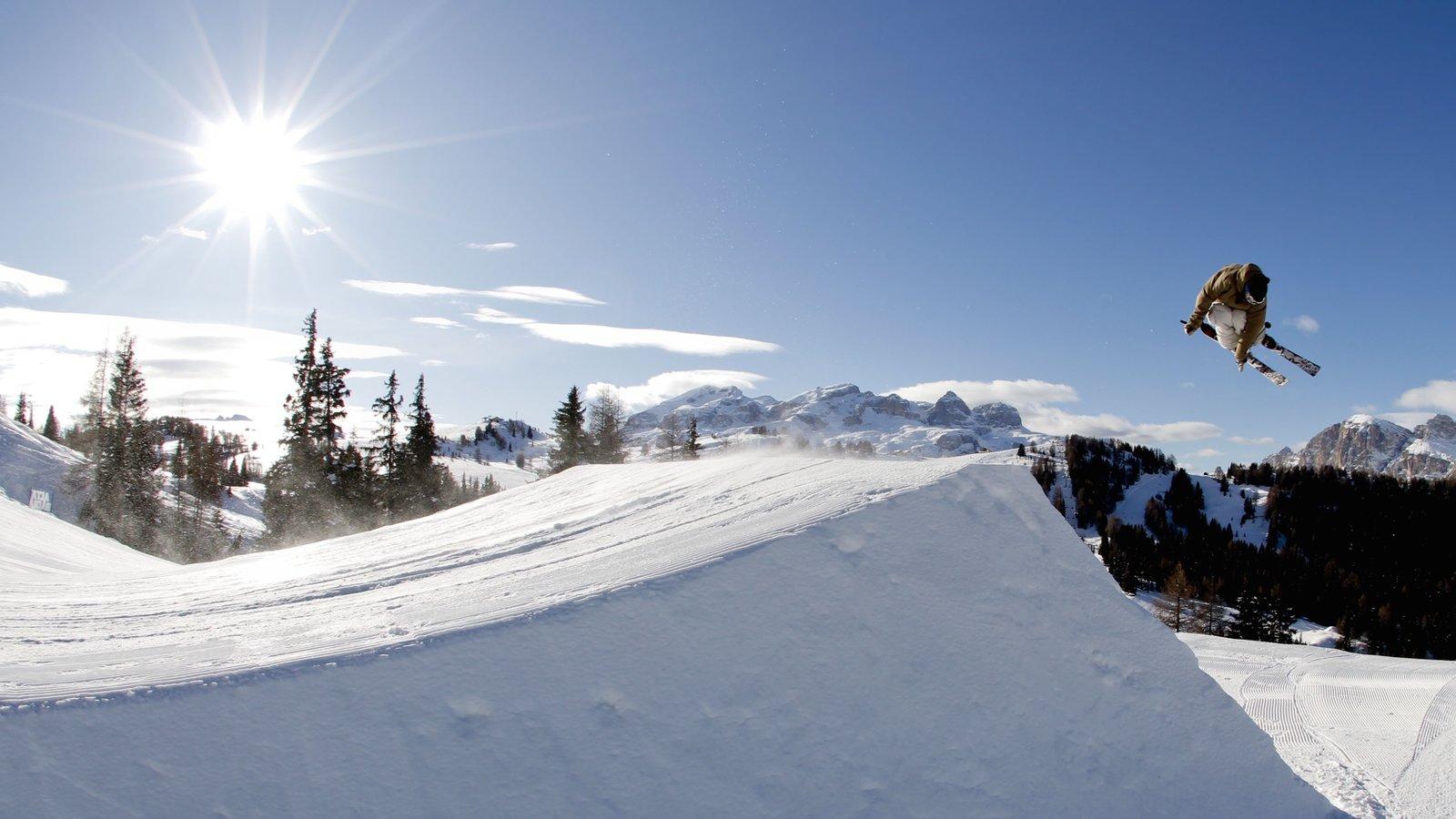 Alta Badia mostrando neve e esqui na neve