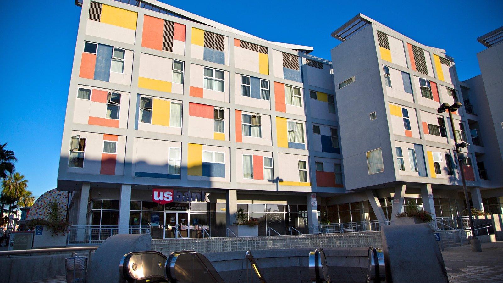 Hollywood mostrando arquitectura moderna