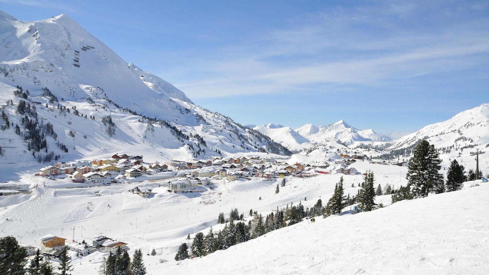 Obertauern showing snow, mountains and a small town or village