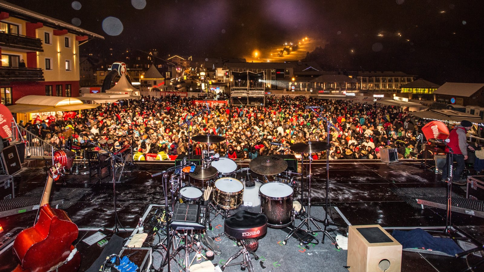 Obertauern featuring performance art, night scenes and nightlife
