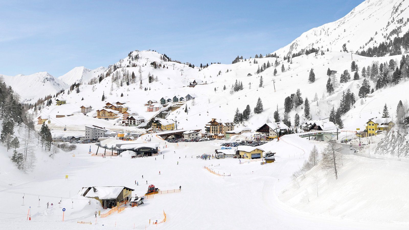 Obertauern featuring snow, a small town or village and mountains