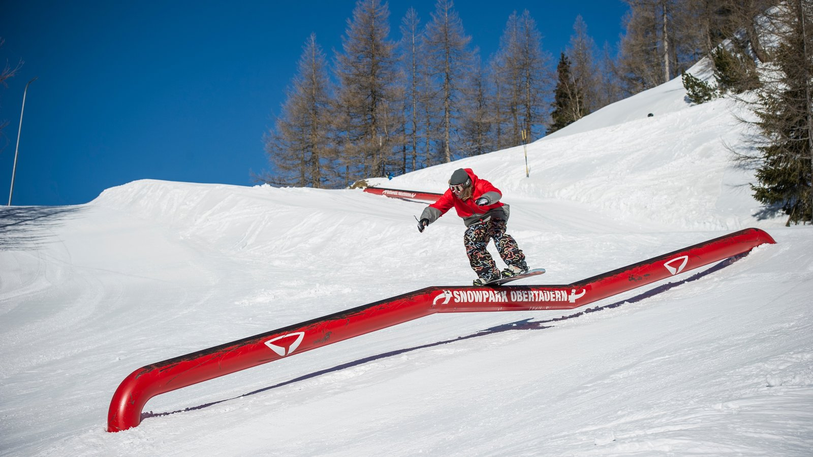 Obertauern showing snow, snow boarding and mountains