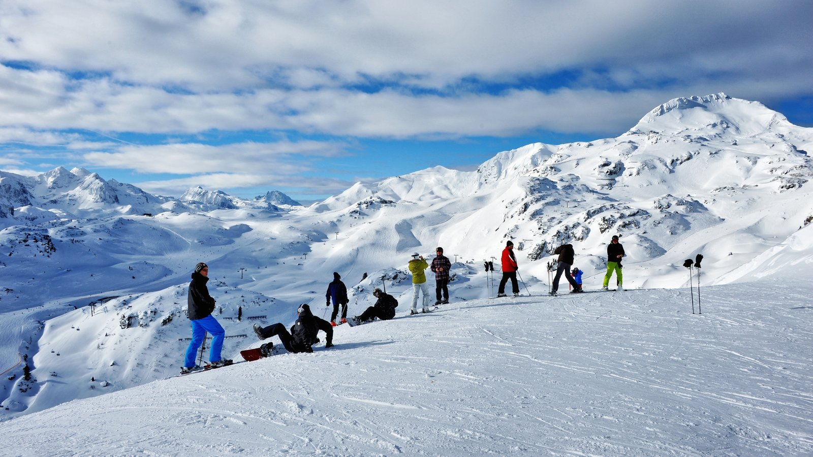 Obertauern featuring mountains and snow as well as a large group of people