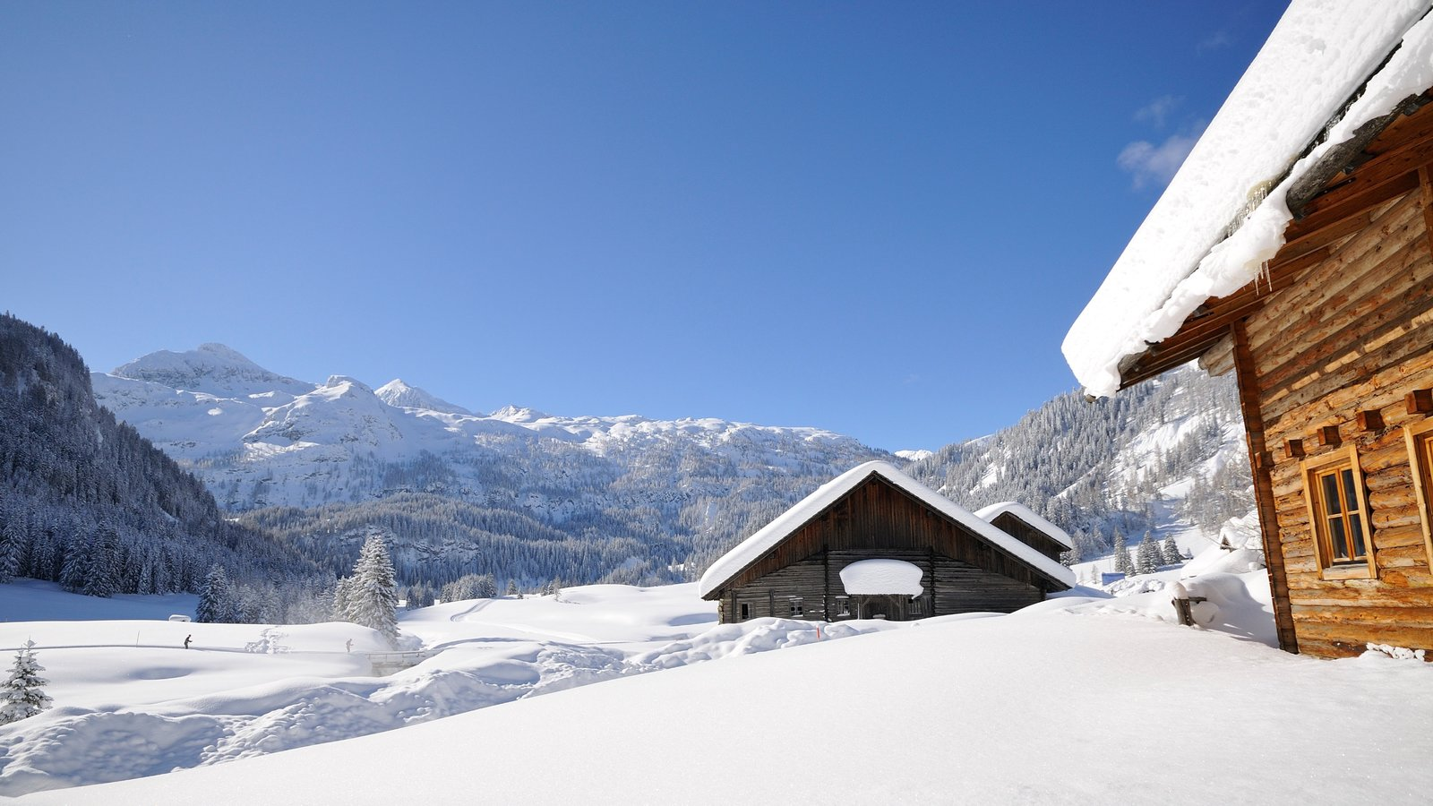 Obertauern showing snow and a house