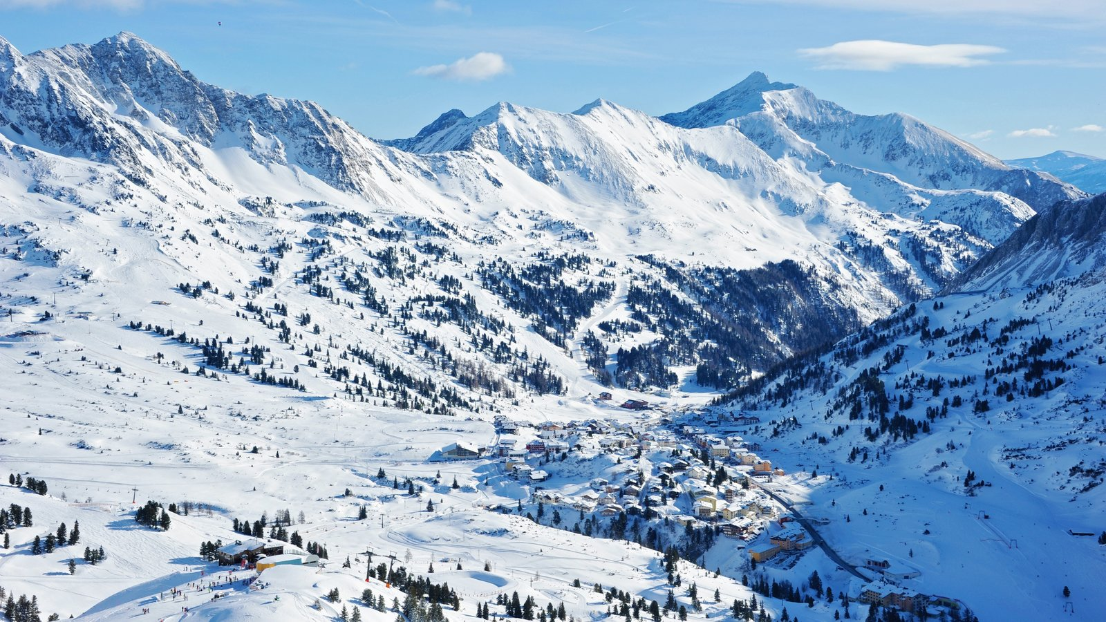 Obertauern showing mountains, snow and landscape views