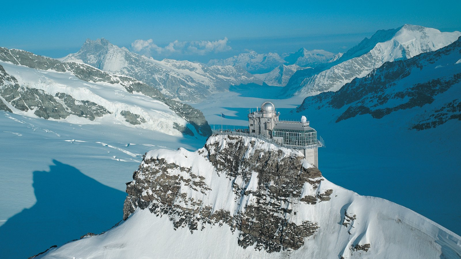 Jungfraujoch which includes an observatory, mountains and snow