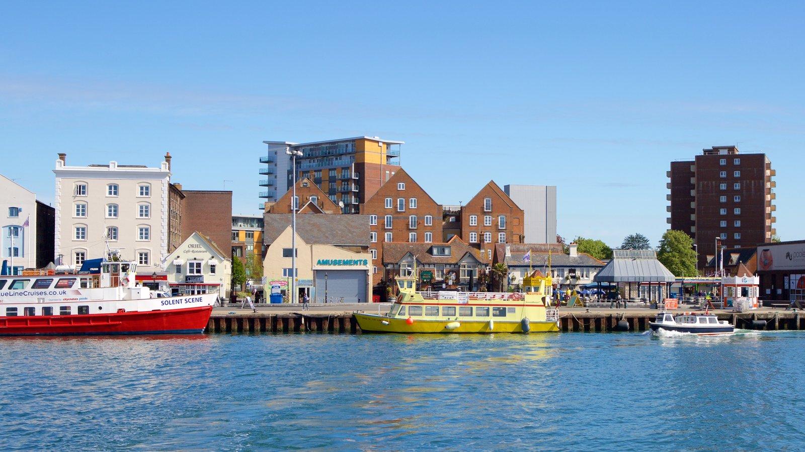 Porto de Poole que inclui um rio ou córrego e arquitetura de patrimônio