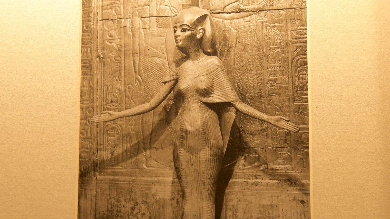 Tutankamon a exposição caracterizando arte, uma estátua ou escultura e elementos de patrimônio