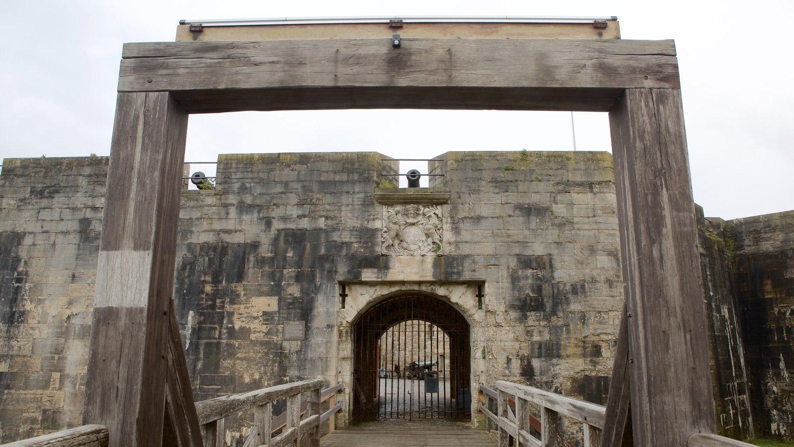 Southsea Castle que inclui um pequeno castelo ou palácio e elementos de patrimônio
