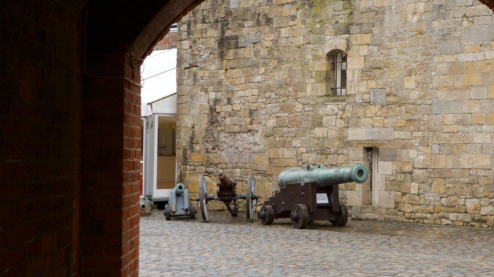 Southsea Castle caracterizando elementos de patrimônio e um castelo