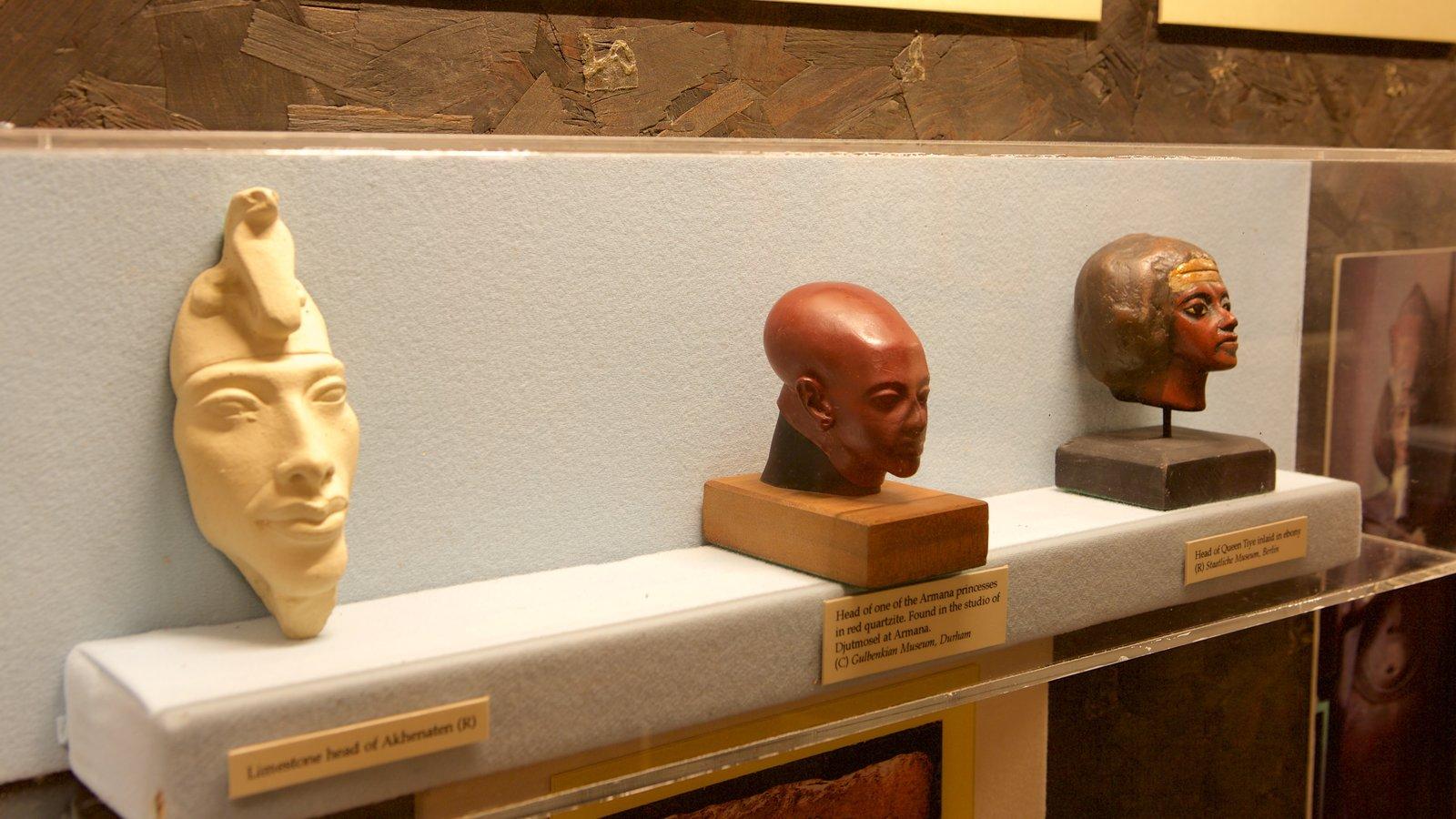 Tutankamon a exposição caracterizando uma estátua ou escultura