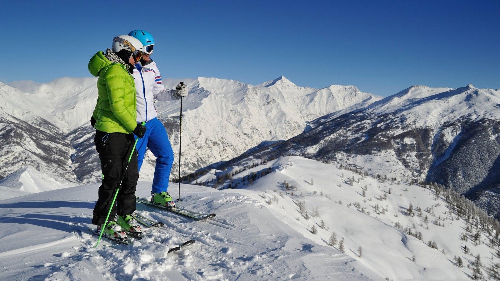 Bardonecchia Ski Resort mostrando neve, esqui na neve e montanhas