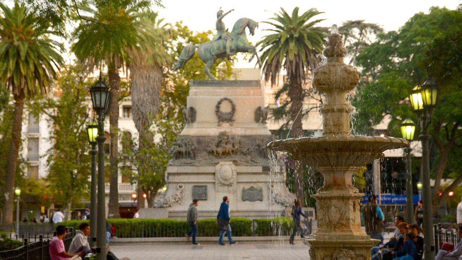 Plaza San Martín caracterizando uma estátua ou escultura, uma praça ou plaza e uma fonte