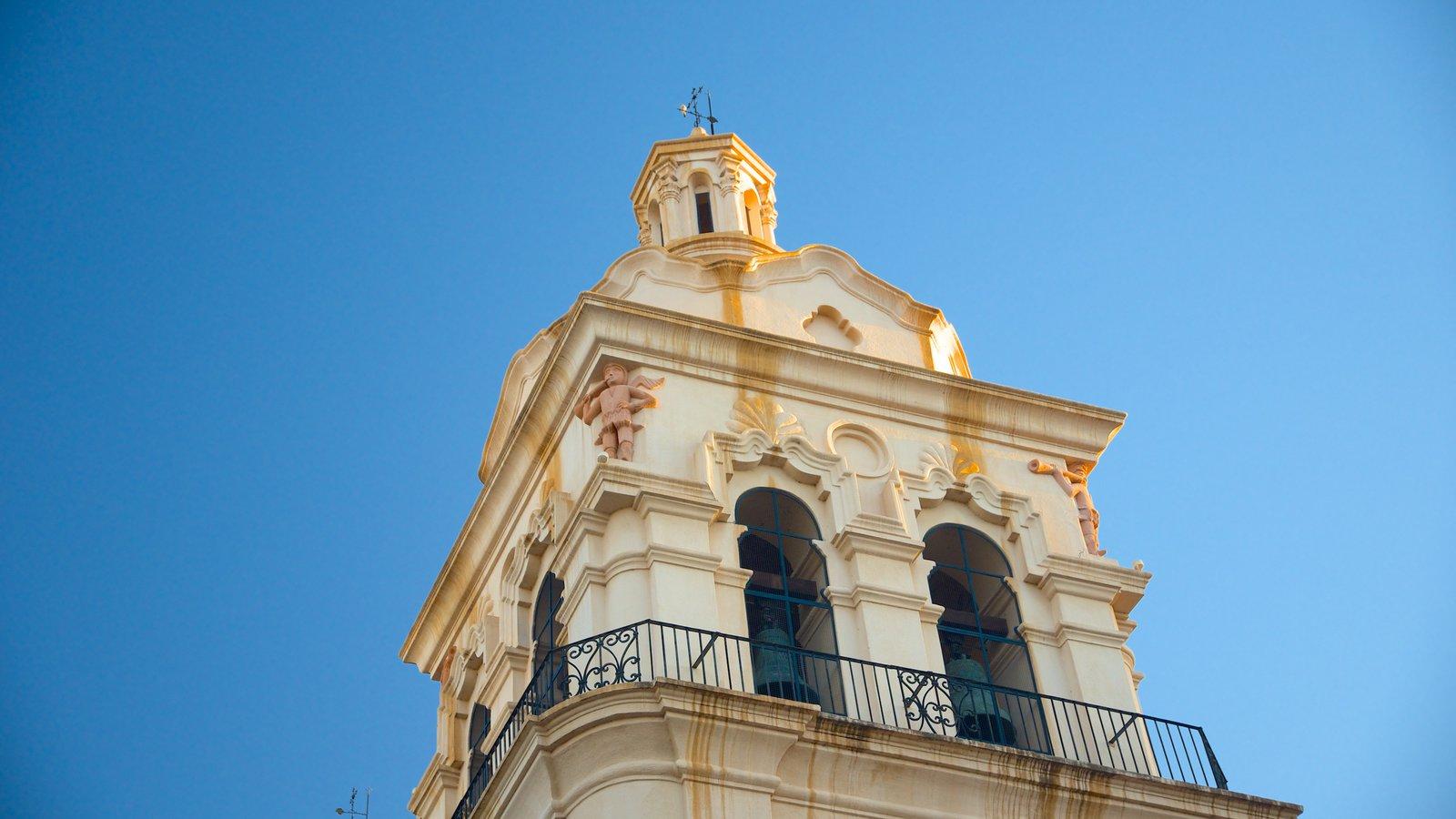 Catedral de Cordoba que inclui arquitetura de patrimônio, uma igreja ou catedral e aspectos religiosos