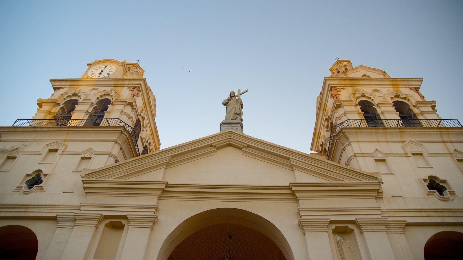 Catedral de Cordoba mostrando arquitetura de patrimônio, aspectos religiosos e uma igreja ou catedral