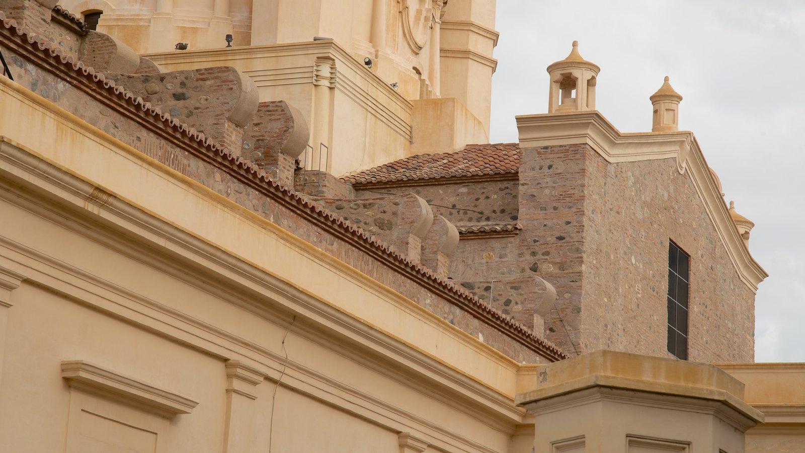Catedral de Cordoba que inclui aspectos religiosos, uma igreja ou catedral e arquitetura de patrimônio