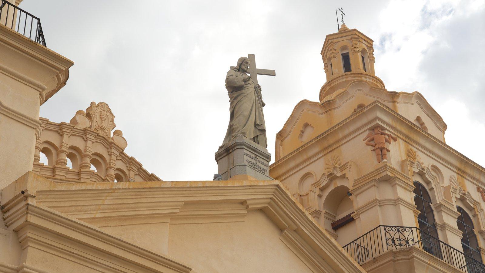 Catedral de Cordoba caracterizando uma igreja ou catedral, aspectos religiosos e arquitetura de patrimônio