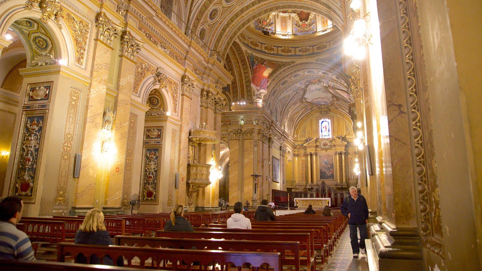 Catedral de Cordoba mostrando vistas internas, uma igreja ou catedral e aspectos religiosos