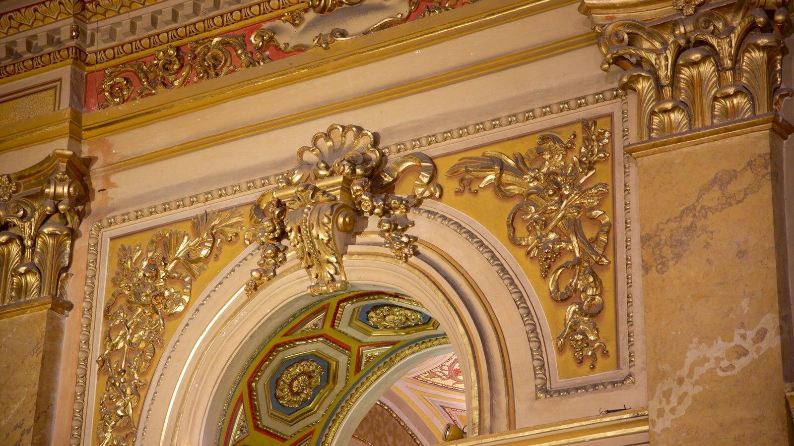 Catedral de Cordoba caracterizando uma igreja ou catedral, arquitetura de patrimônio e aspectos religiosos