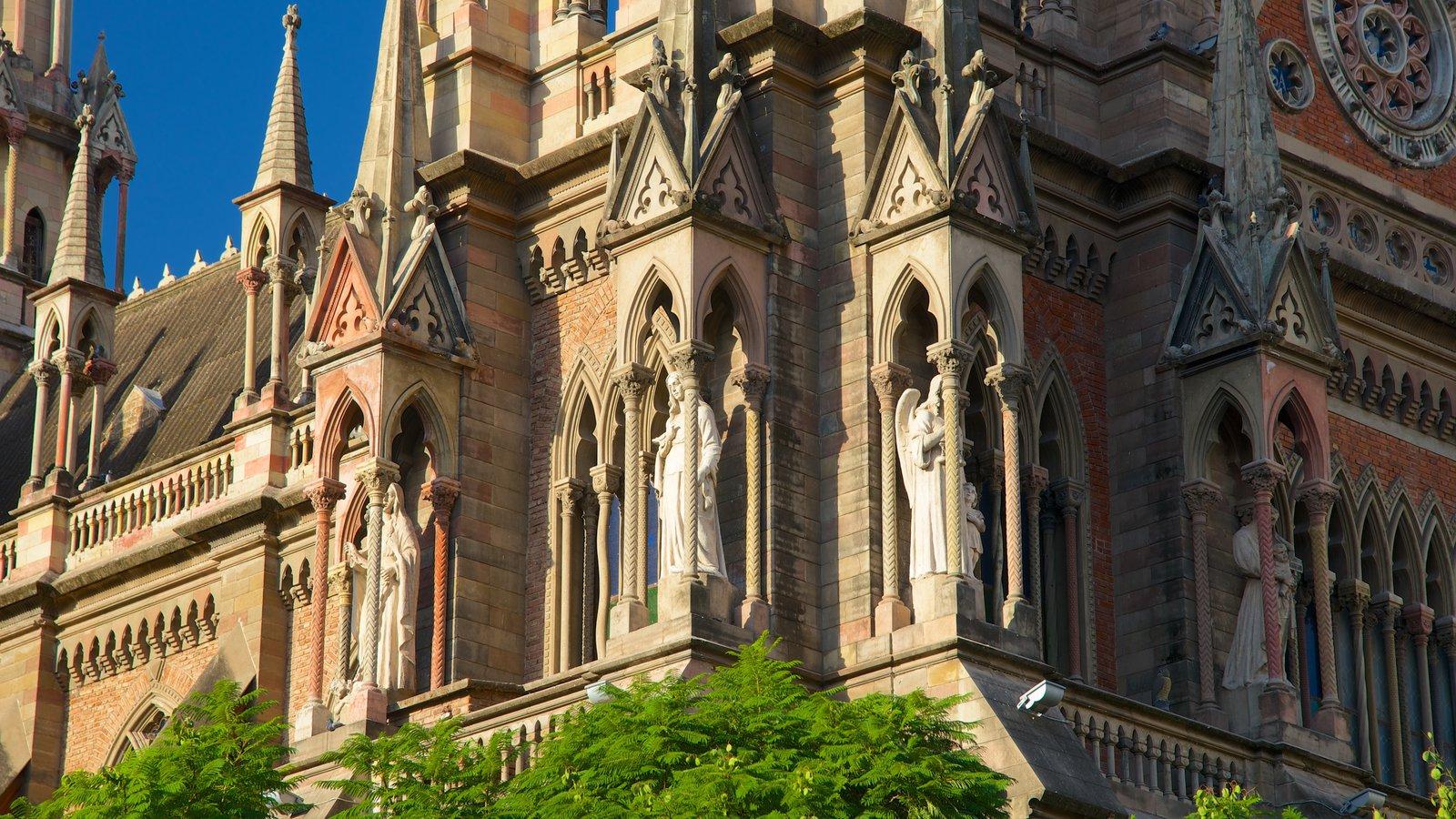 Iglesia del Sagrado Corazón mostrando arquitetura de patrimônio, uma igreja ou catedral e elementos religiosos