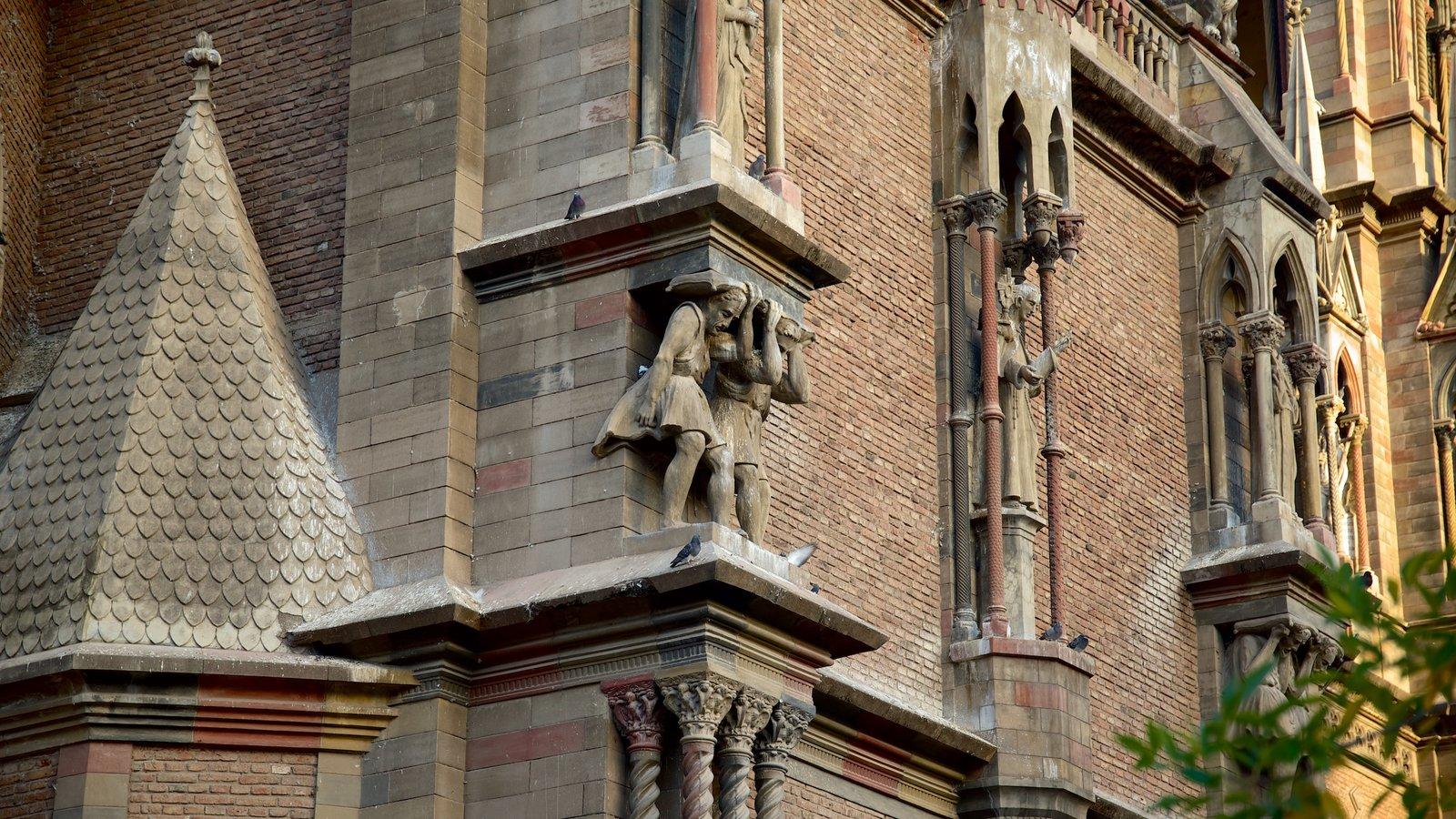 Iglesia del Sagrado Corazón caracterizando arquitetura de patrimônio, elementos religiosos e uma igreja ou catedral