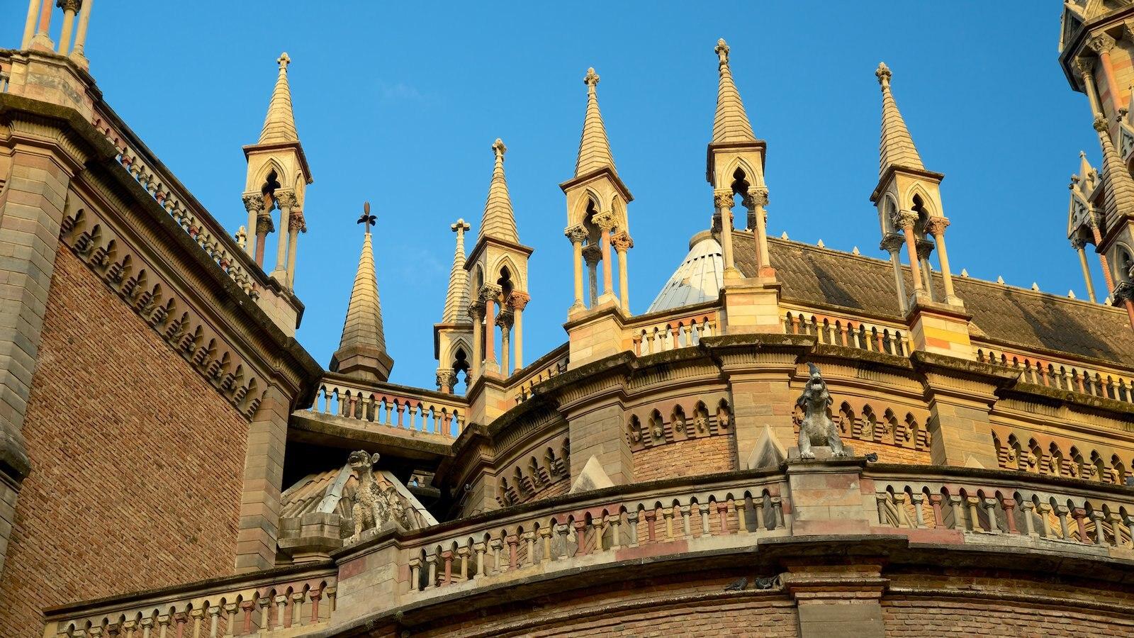 Iglesia del Sagrado Corazón que inclui elementos religiosos, um pôr do sol e uma igreja ou catedral