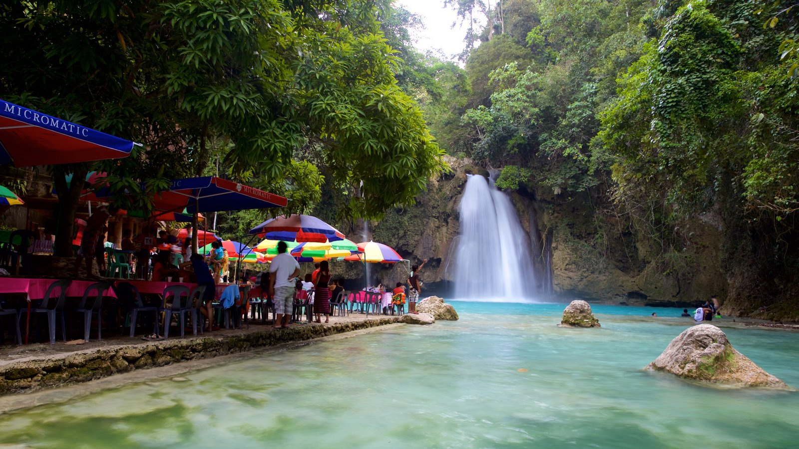 Kawasan Falls which includes outdoor eating, a river or creek and a waterfall