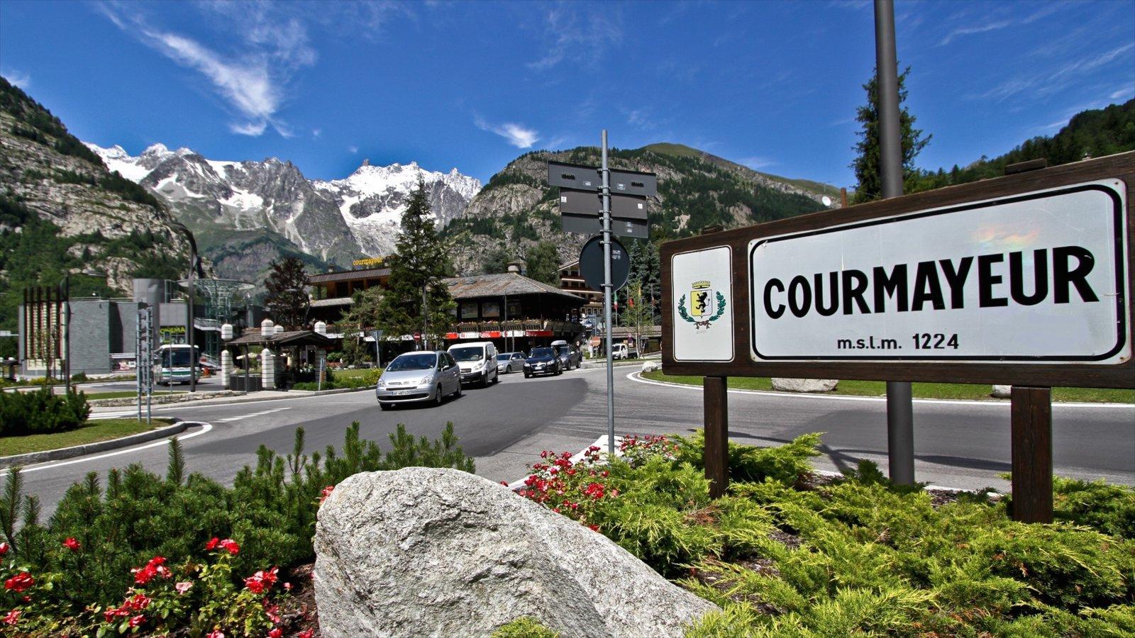 Courmayeur que incluye un parque y señalización
