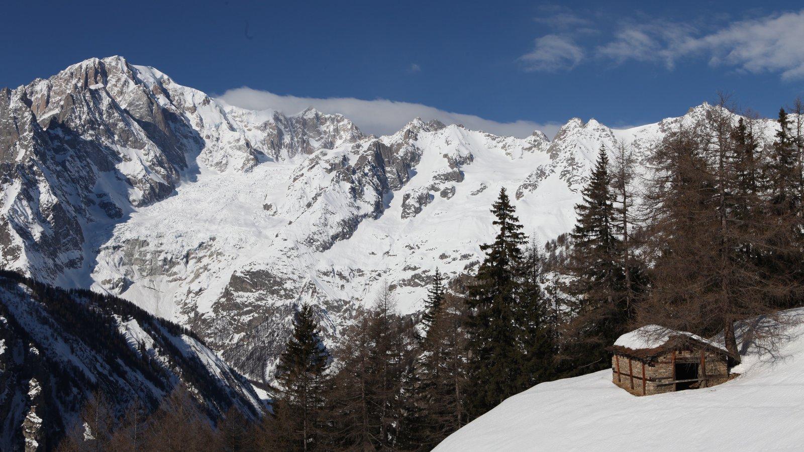 Courmayeur mostrando montañas y nieve