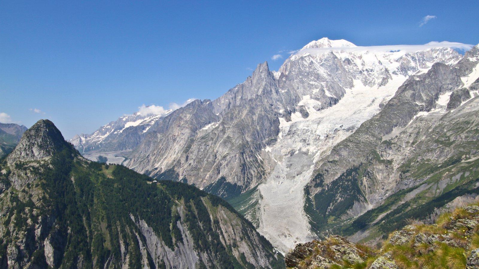 Courmayeur mostrando nieve y montañas