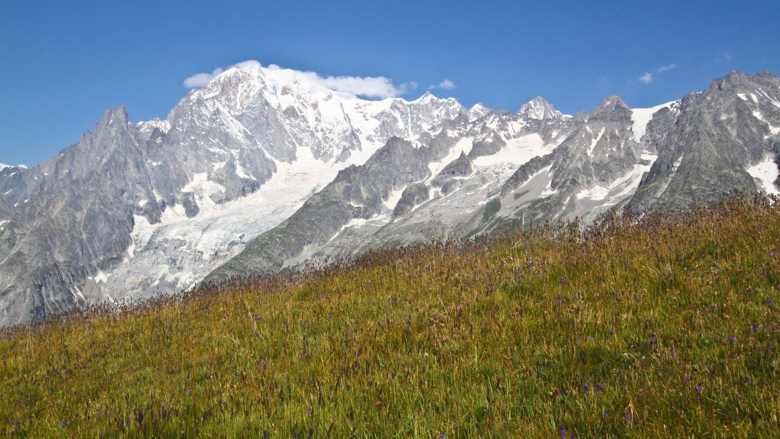 Courmayeur que incluye montañas y nieve