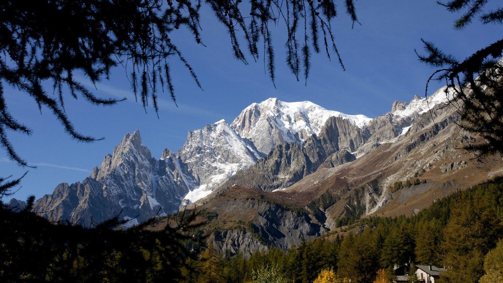 Courmayeur ofreciendo montañas y nieve