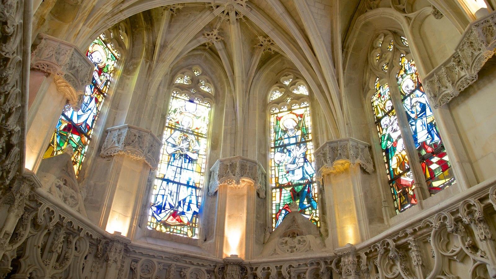 Chateau d\'Amboise que inclui arte, vistas internas e uma igreja ou catedral