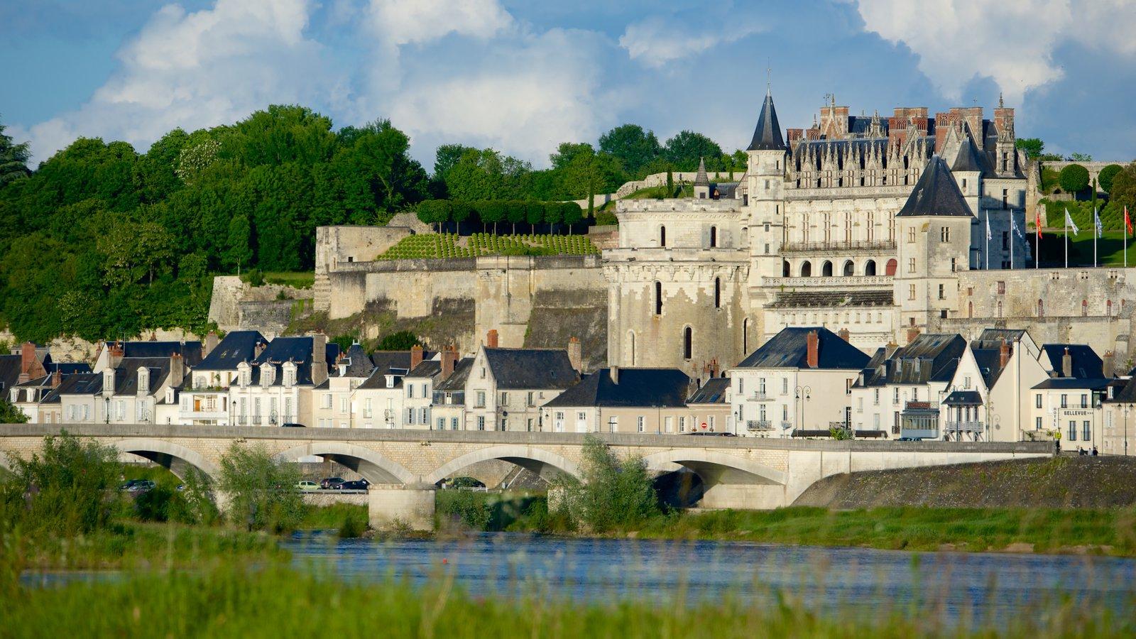 Amboise caracterizando arquitetura de patrimônio e uma cidade