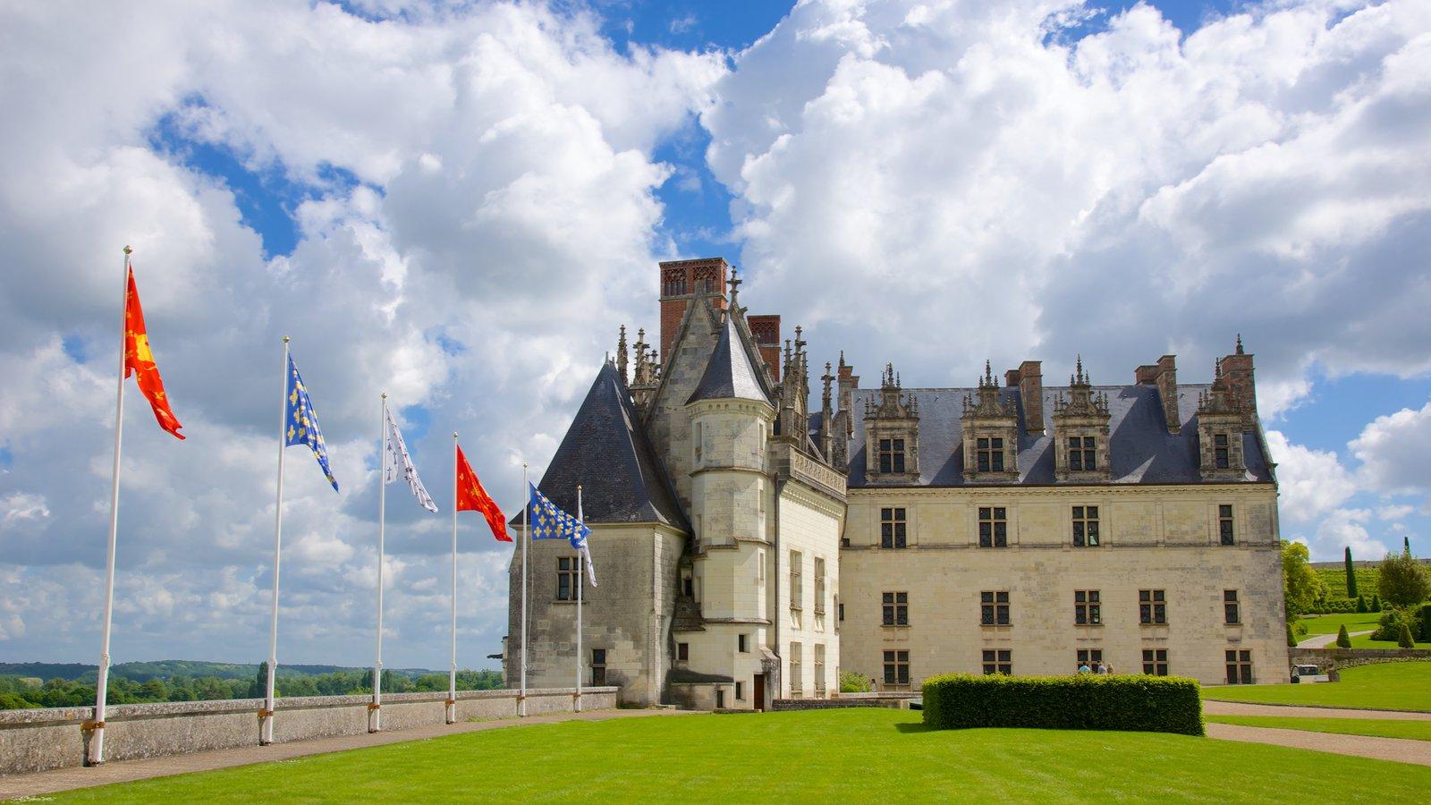 Chateau d\'Amboise caracterizando um parque e um castelo